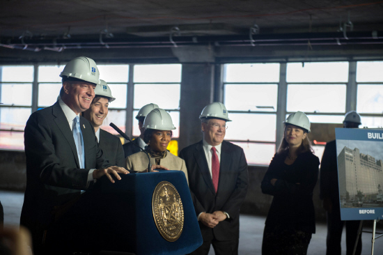 Mayor Bill de Blasio on Monday announced a major investment to transform the Brooklyn Navy Yard's Building 77 into a modern manufacturing facility.  Photo by Demetrius Freeman - Mayoral Photography Office
