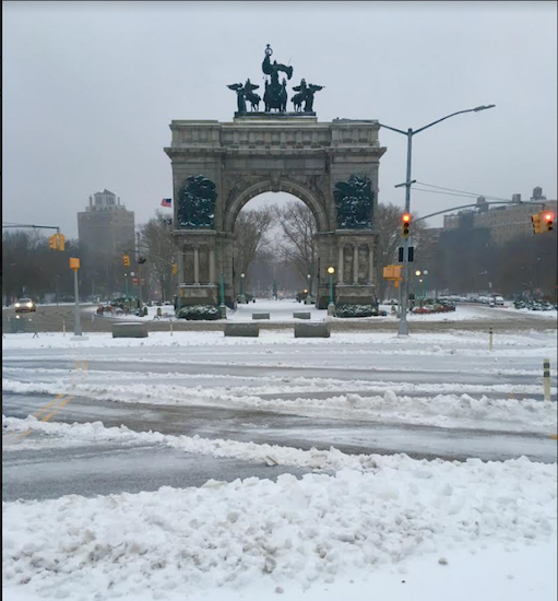 Winter Storm Stella slams the Soldiers' and Sailors' Memorial Arch at Brooklyn's Grand Army Plaza this morning. Eagle photos by Lore Croghan