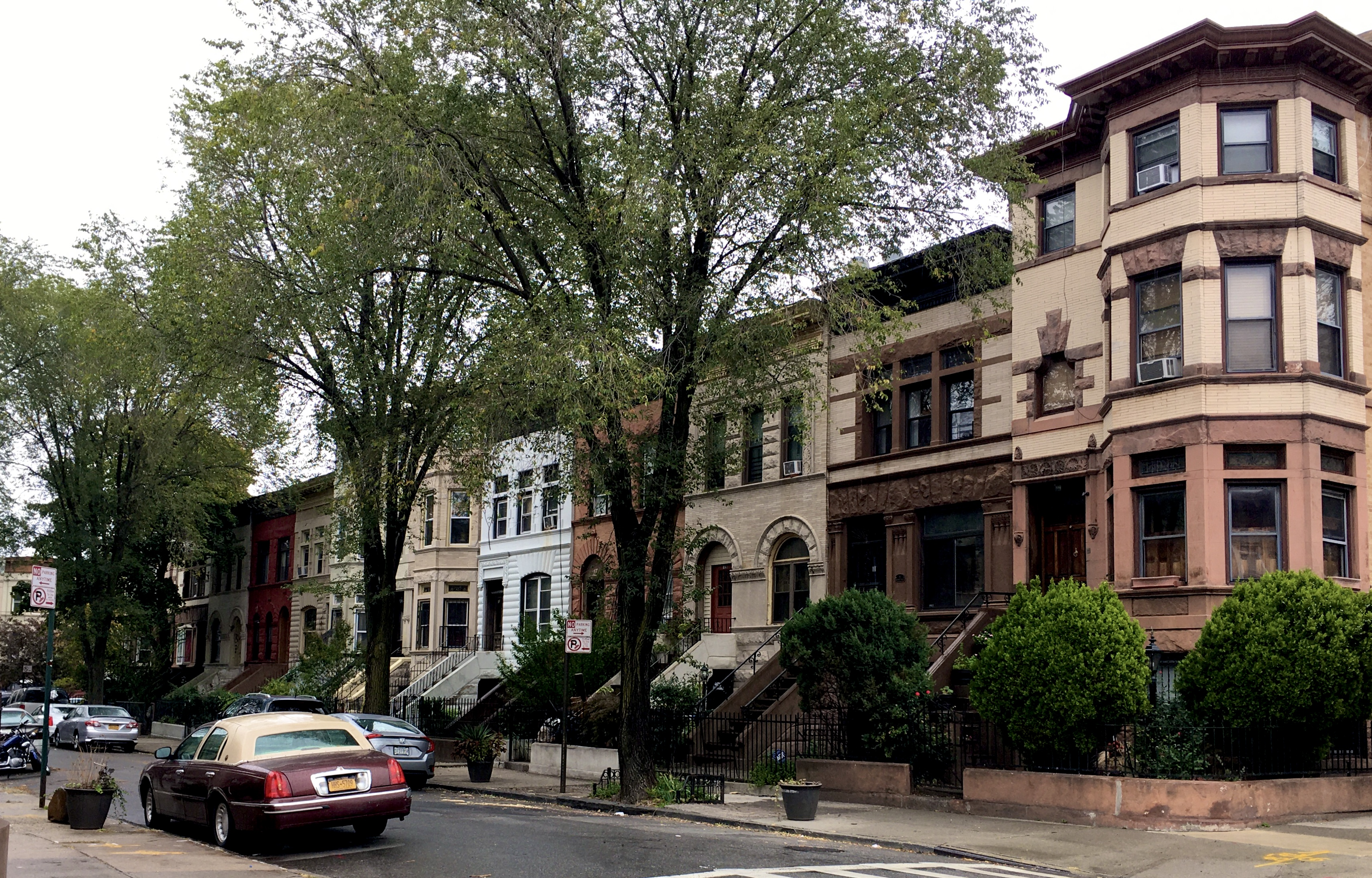 This single-block street is Revere Place, as seen from the Bergen Street sidewalk. Eagle photo by Lore Croghan
