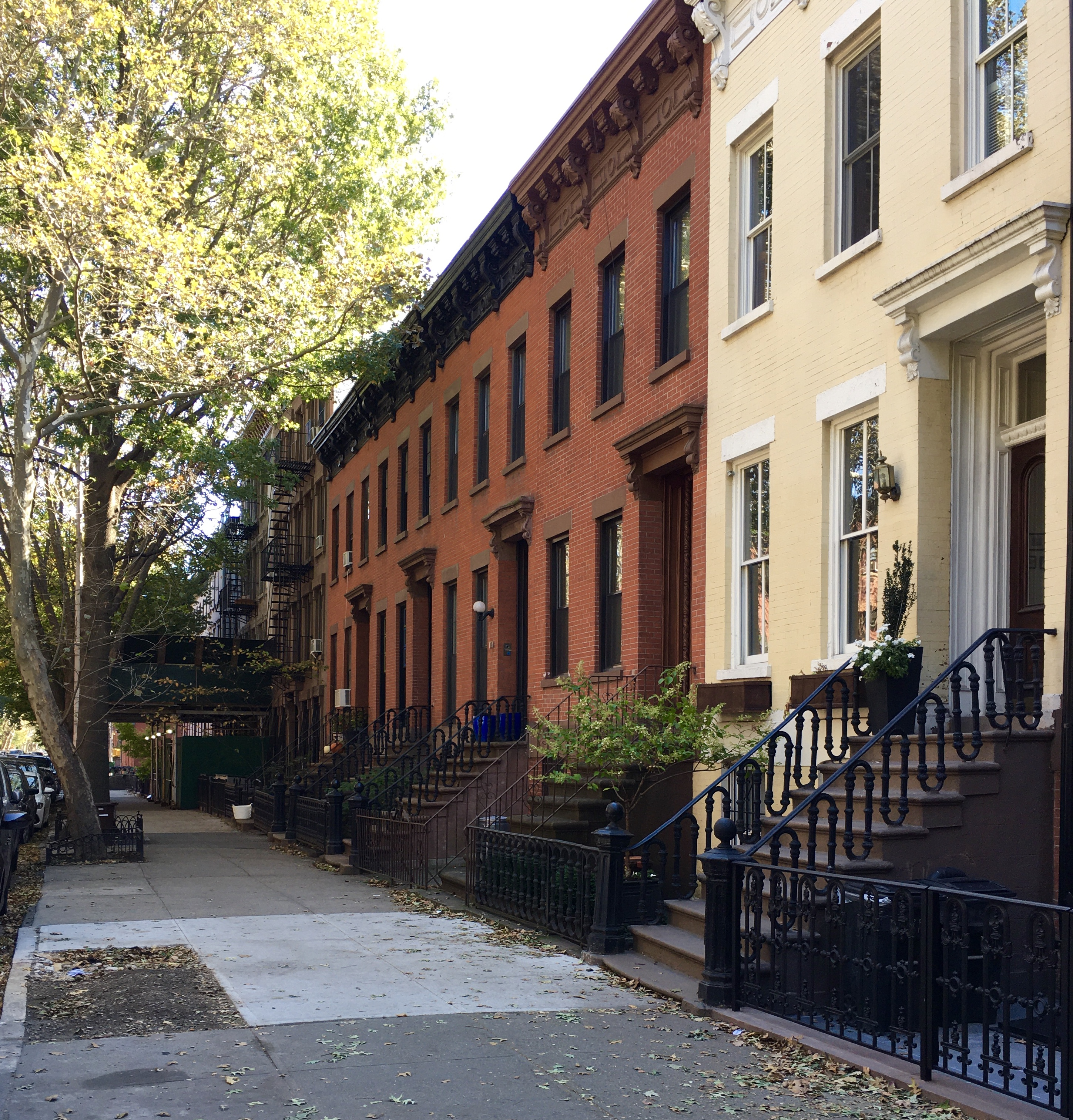 This brick row includes creamy-hued 110 Bergen St. (at right) and red-brick 112 through 118 Bergen St. Eagle photo by Lore Croghan