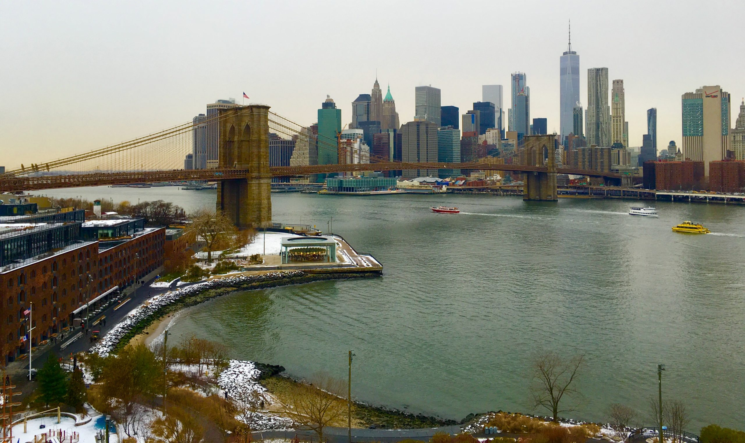 Here's the view from the Manhattan Bridge's pedestrian pathway. Photo: Lore Croghan/Brooklyn Eagle