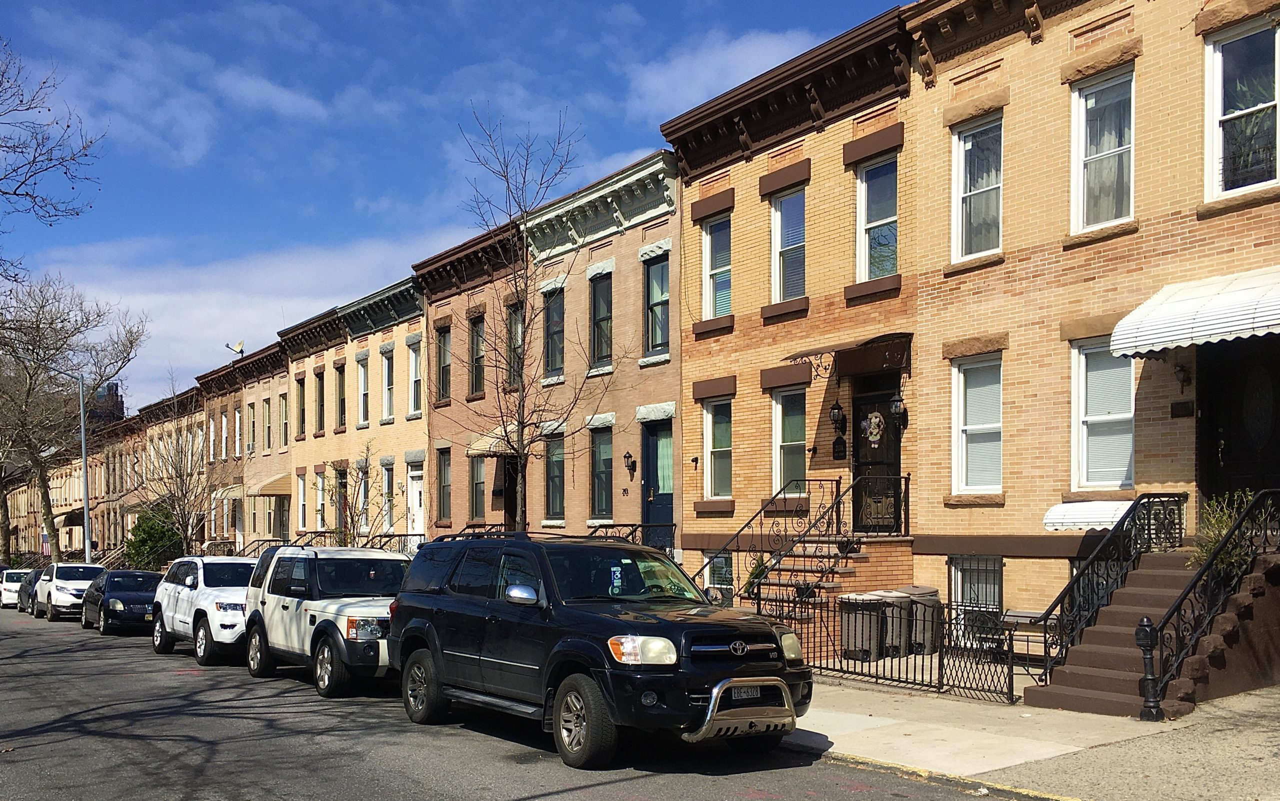 Rowhouses on 29th Street seem to stretch to infinity. Photo: Lore Croghan/Brooklyn Eagle